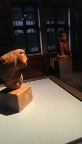 Henry Moore, Head - 1928 and in the background 'Maria'