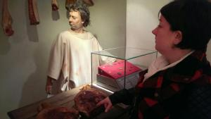 A butcher mannequin from the @CoriniumMuseum along with @Claire86Hazell