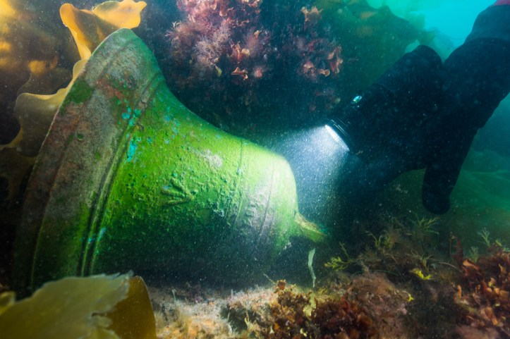 HMS Erebus bell in situ © Parks CanadaThierry Boyer