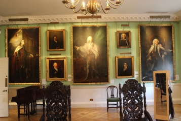 The men in the picture gallery
